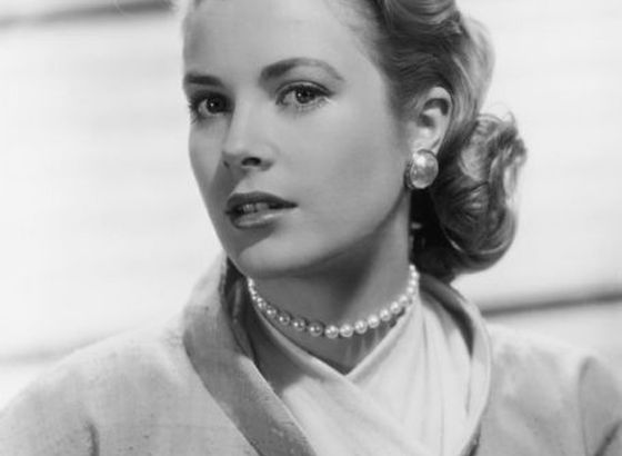 Makeup in the style of Grace Kelly