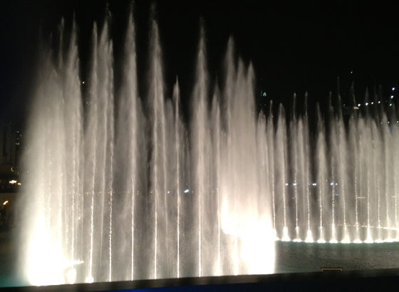 Fontane davanti alla Dubai Mall