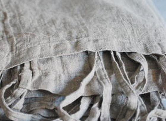 Cuscini con lino grezzo
