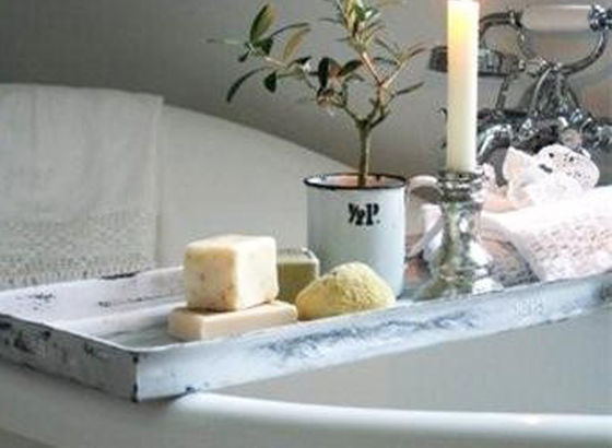 Vasca con decorazione estiva di olivi