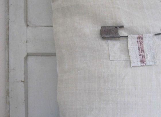 Cuscini con tessuto di lino vecchio