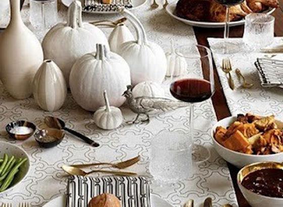 Zucche bianche come decorazione per la tavola