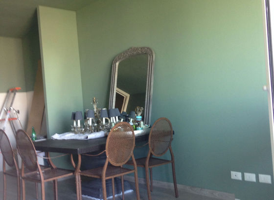 Tavolo di Flamant con le sedie