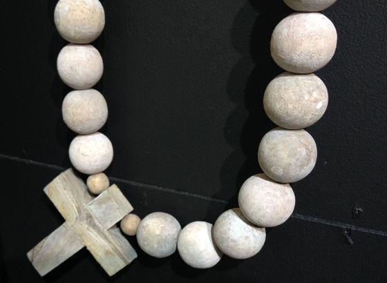 Collane decorative con perle di legno